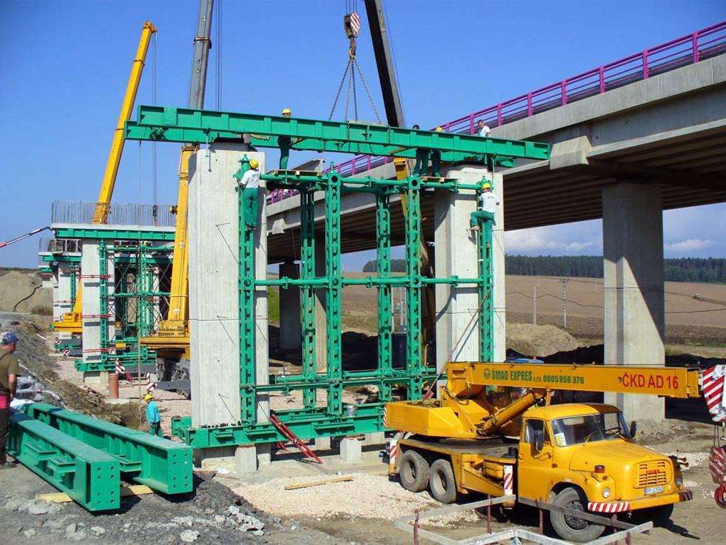 Oceľove pomocné nosníky na moste D2 Mengusovce – Janovce